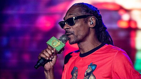 Snoop Dogg pays tribute to rapping great, DMX