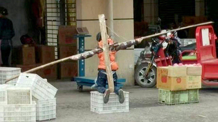 crucifica-hijo100517