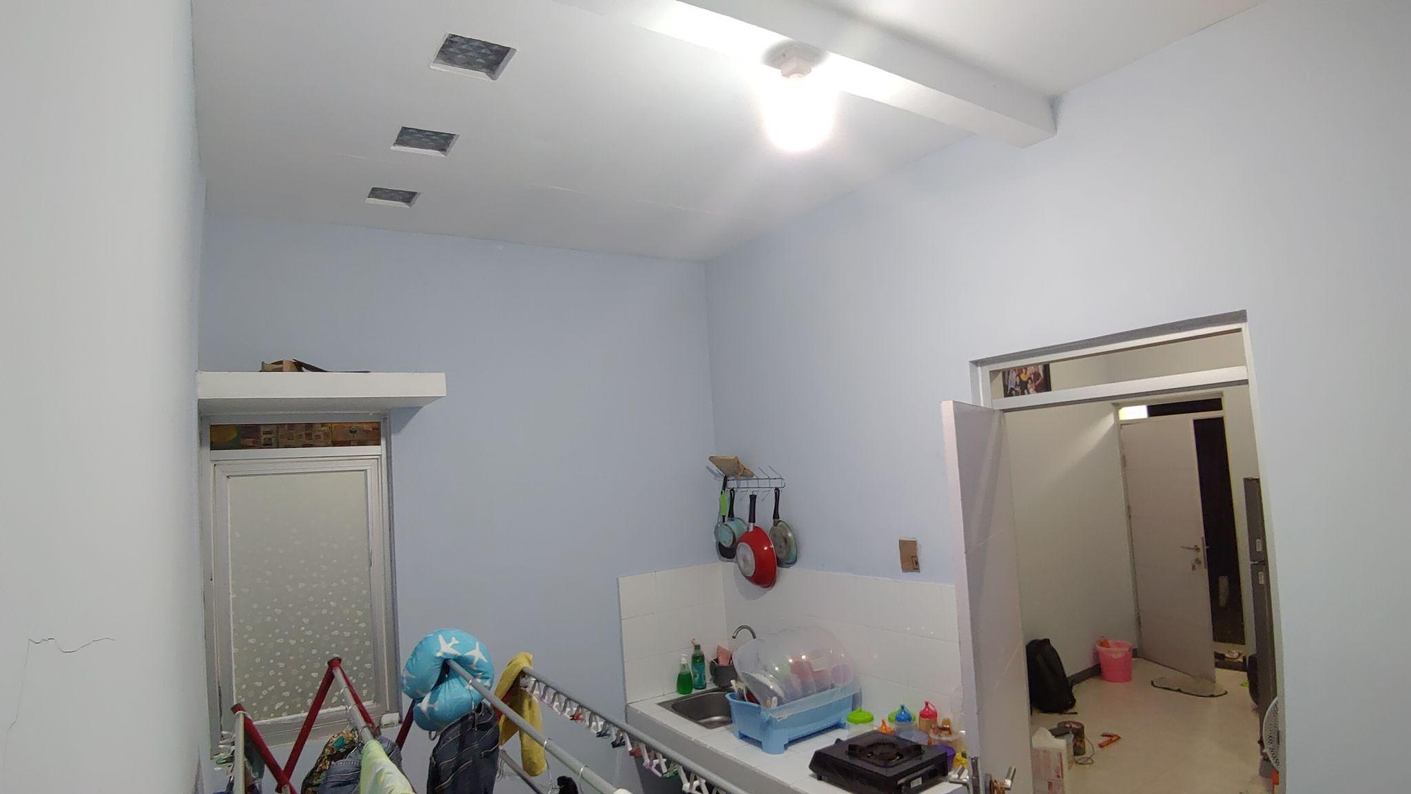 Dapur yang sudah dibangun tembok dan atap.