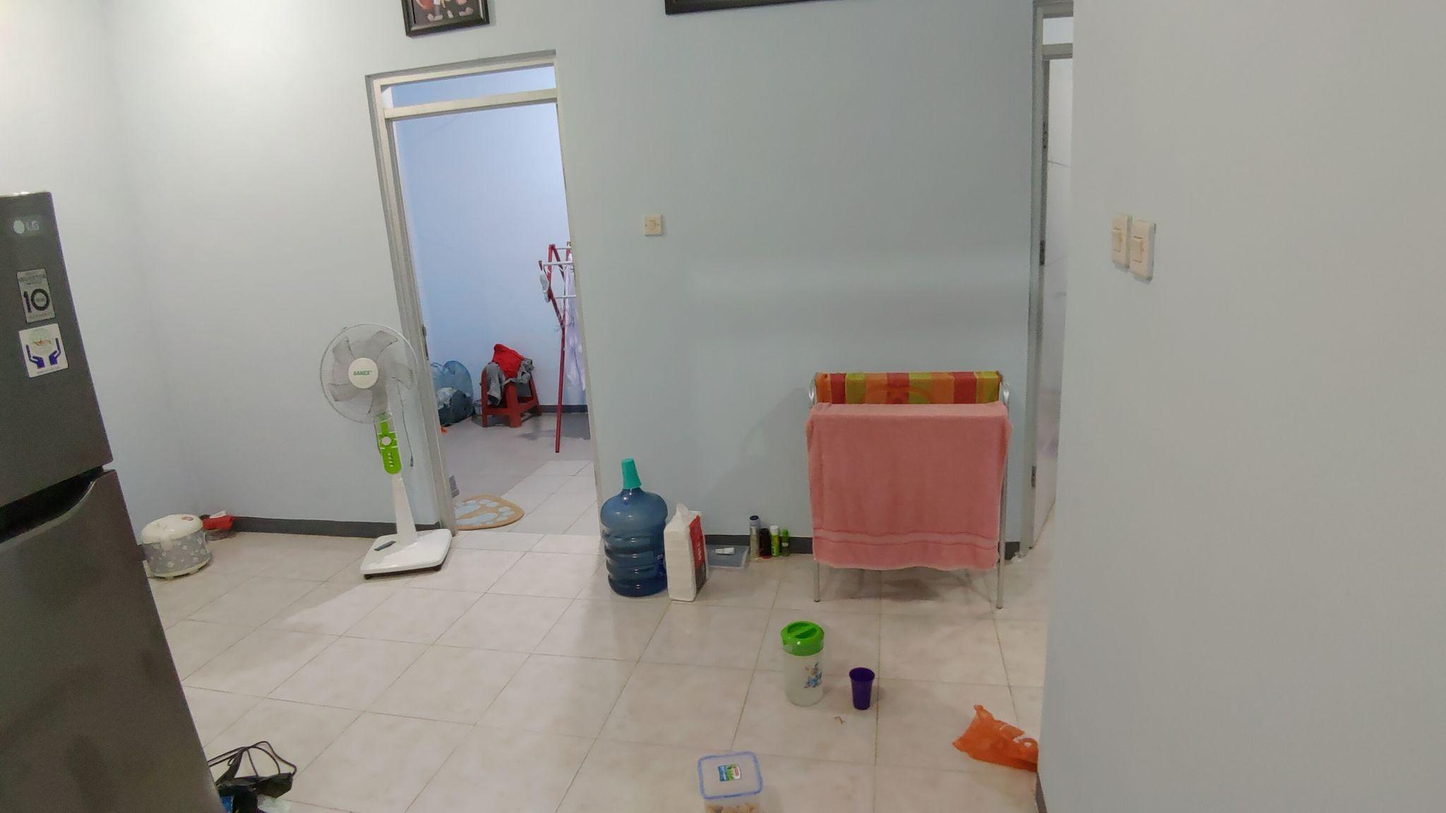 Ruang keluarga yang menyatu dengan ruang tamu.