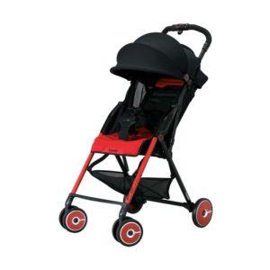 Combi F2 stroller bayi yang ringan dan lincah.