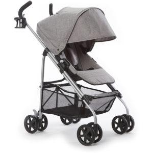 Standard stroller dengan fitur yang fungsional.