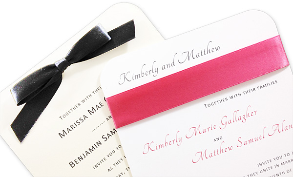 Round corner invitations decorated with ribbon