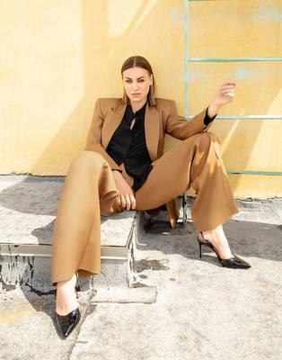 Yvonne Strahovski - L'Officiel Fashion Book Australia