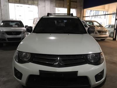 Vehículo - Mitsubishi L200 2015