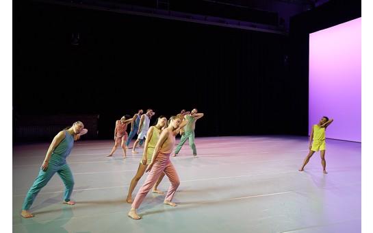 Sasha Waltz & Guests dance Terry Riley's In C