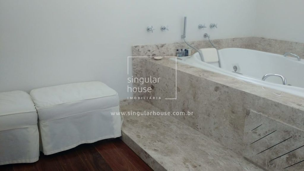 870 m²   5 suítes   3 vagas