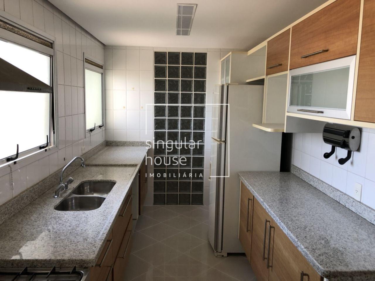 4 Dormitórios   172 m²   Alto Padrão