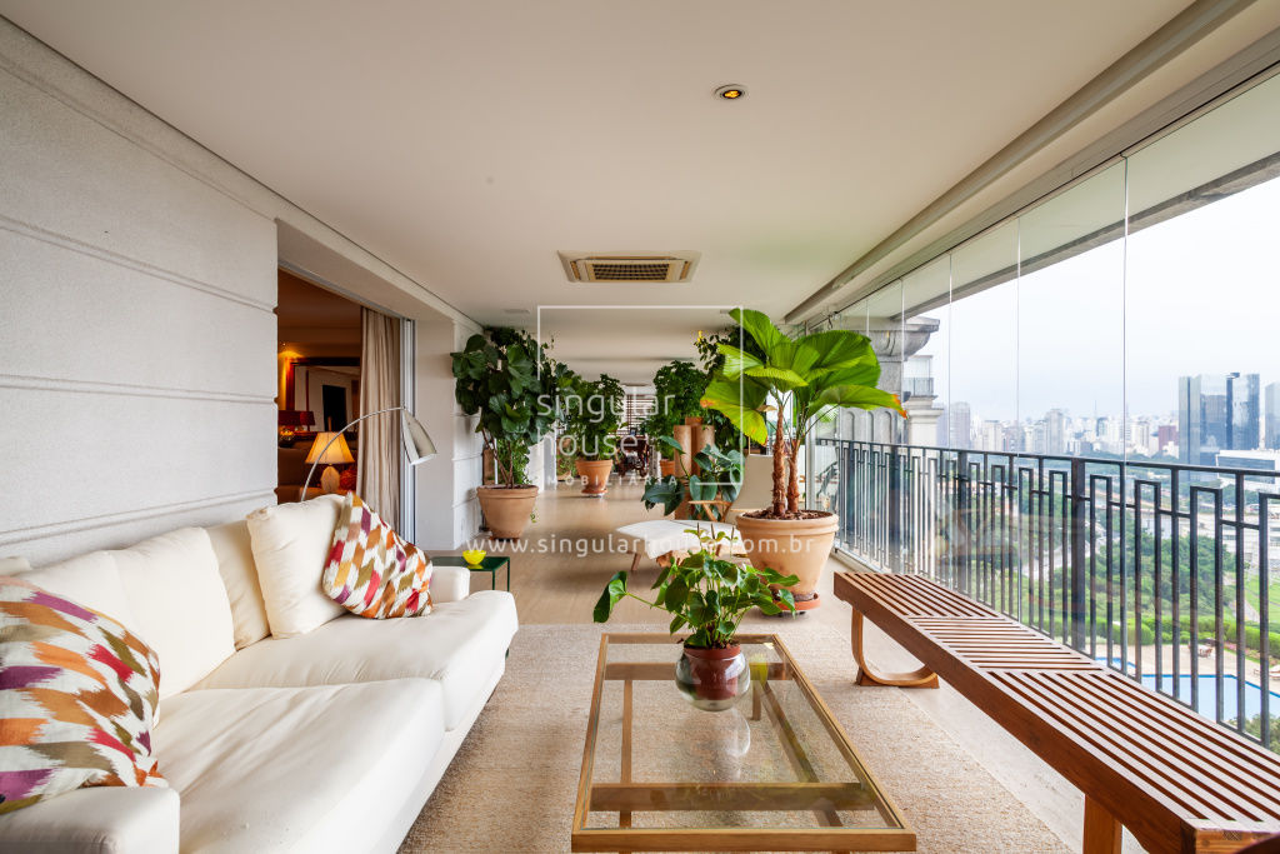 300 m² | 2 suítes | 4 vagas