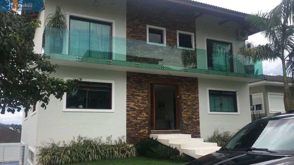 Casa Em Condomínio para Venda - Golf Village