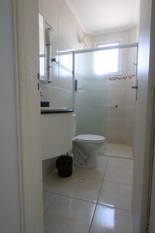 Suíte do apartamento com 2 dormitórios em Vila Mirim - Praia Grande