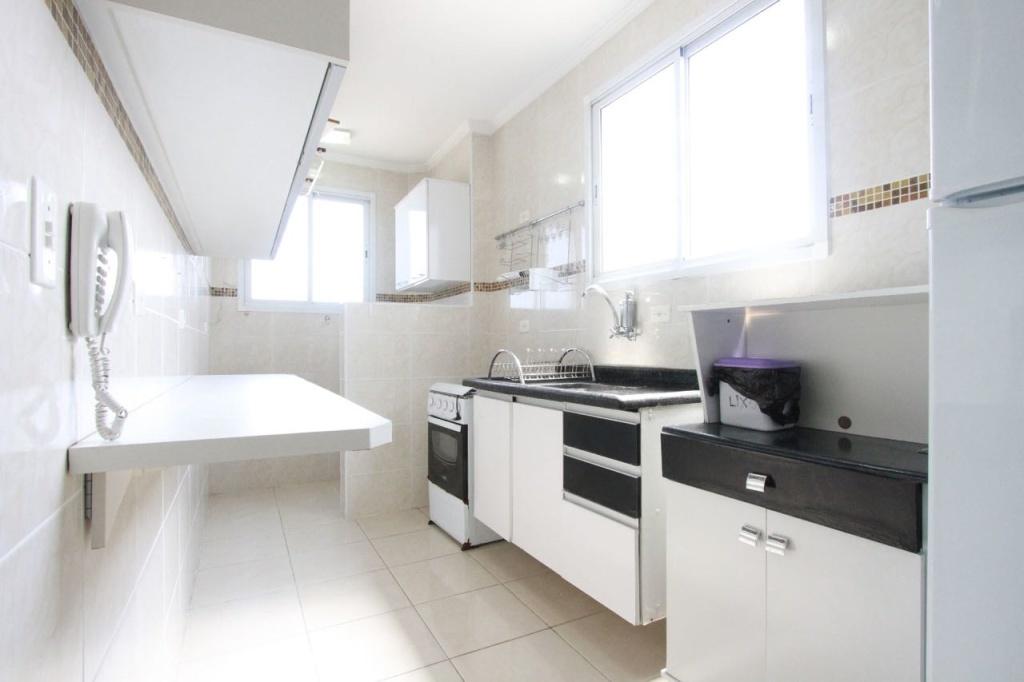 Cozinha do apartamento com 2 dormitórios em Vila Mirim - Praia Grande