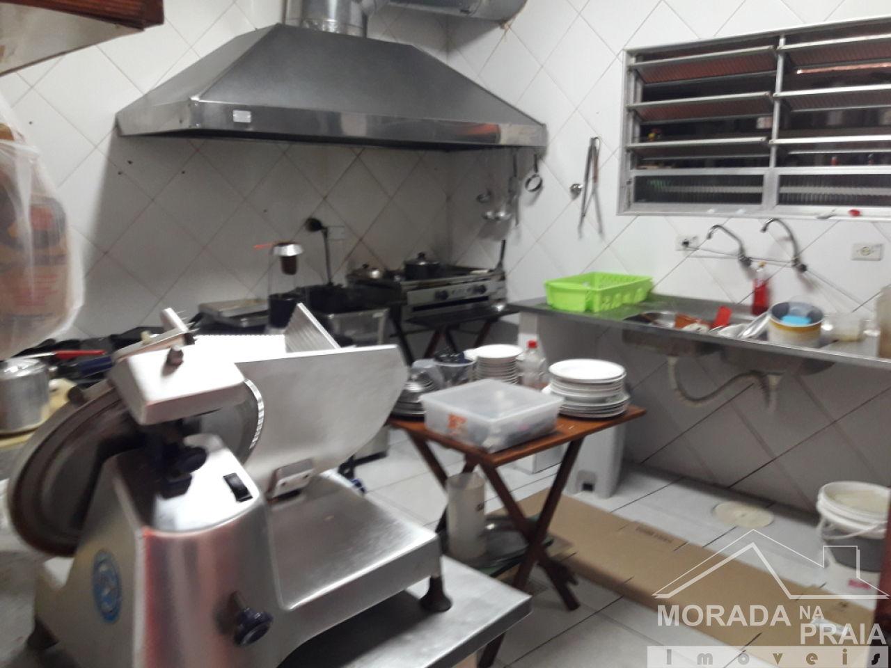Cozinha do comércio com  dormitórios em Canto do Forte - Praia Grande
