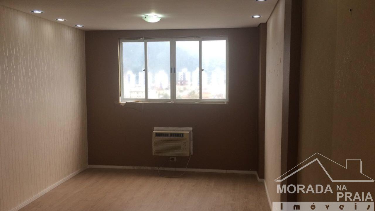Sala do sala com  dormitórios em Boqueirão - Praia Grande