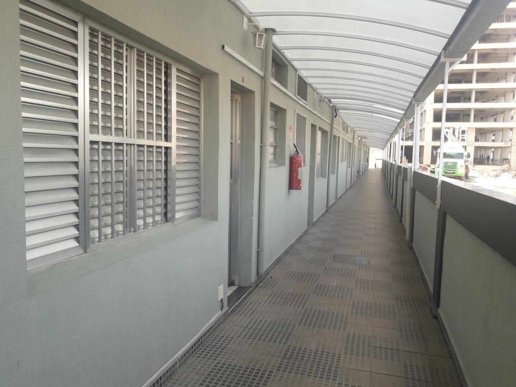 Corredor externo do kitinet com  dormitórios em Boqueirão - Praia Grande