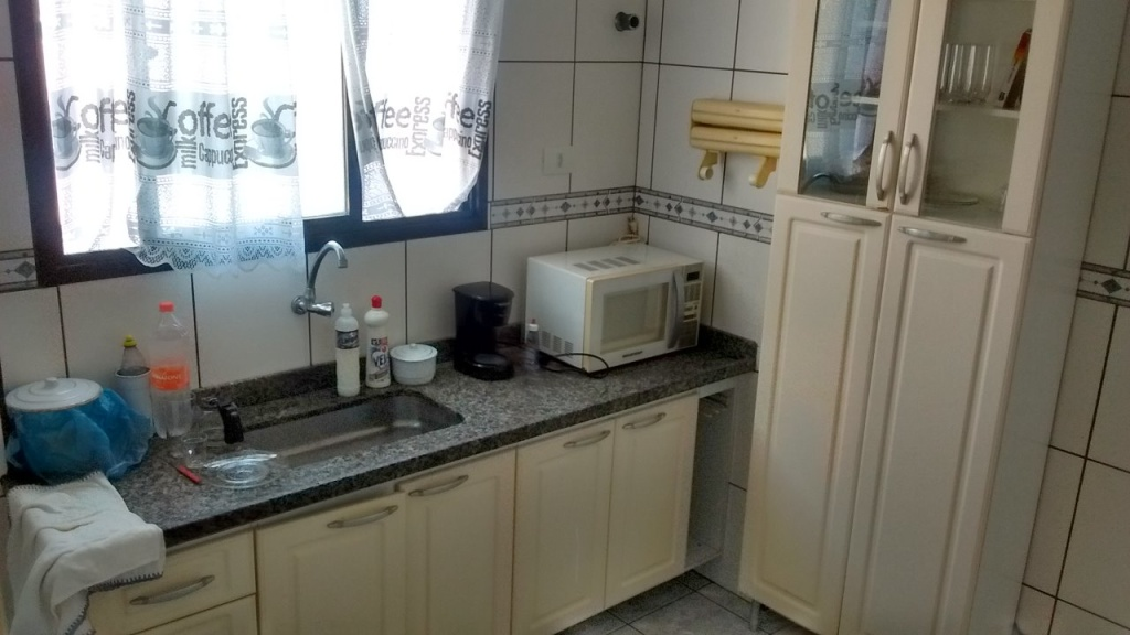 Cozinha do apartamento com 1 dormitórios em Vila Guilhermina - Praia Grande