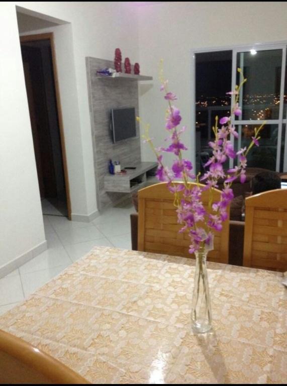 Sala do apartamento com 2 dormitórios em Balneário Maracanã - Praia Grande