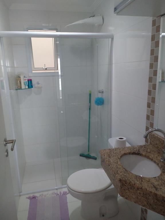 WC suíte do apartamento com 1 dormitórios em Campo da Aviação - Praia Grande