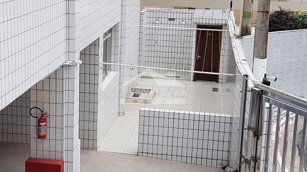 Ducha e varal coletivo do apartamento com 2 dormitórios em Canto do Forte - Praia Grande