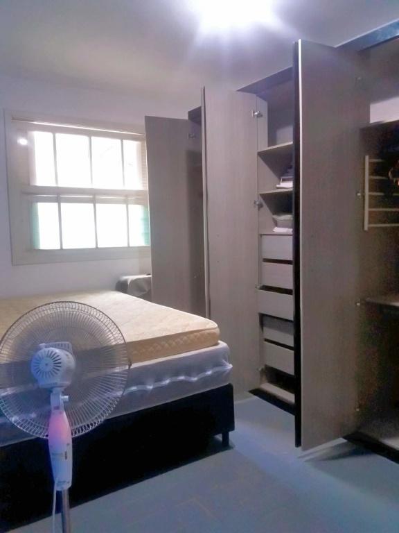 Dormitório 01 do casa geminada com 2 dormitórios em Boqueirão - Praia Grande