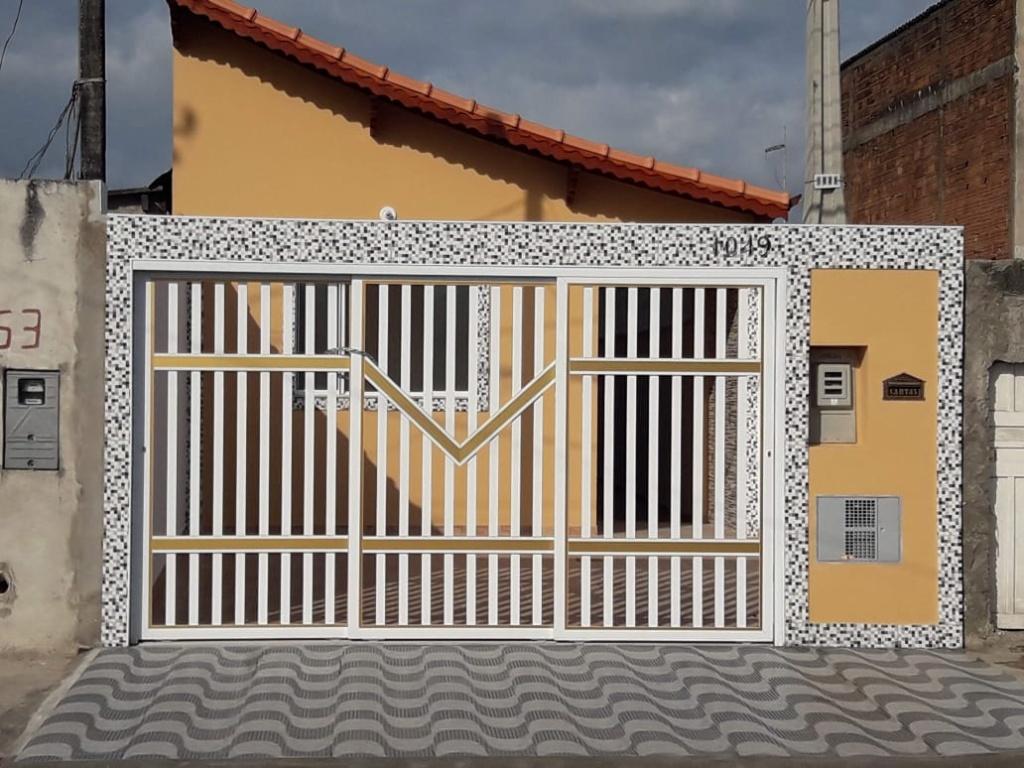 Fachada do casa geminada com 2 dormitórios em Balneário Esmeralda - Praia Grande