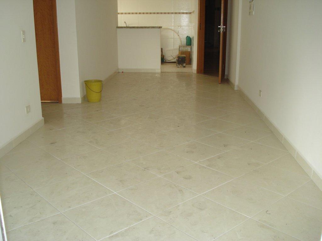 Sala ang 02 do apartamento com 2 dormitórios em Vila Tupi - Praia Grande
