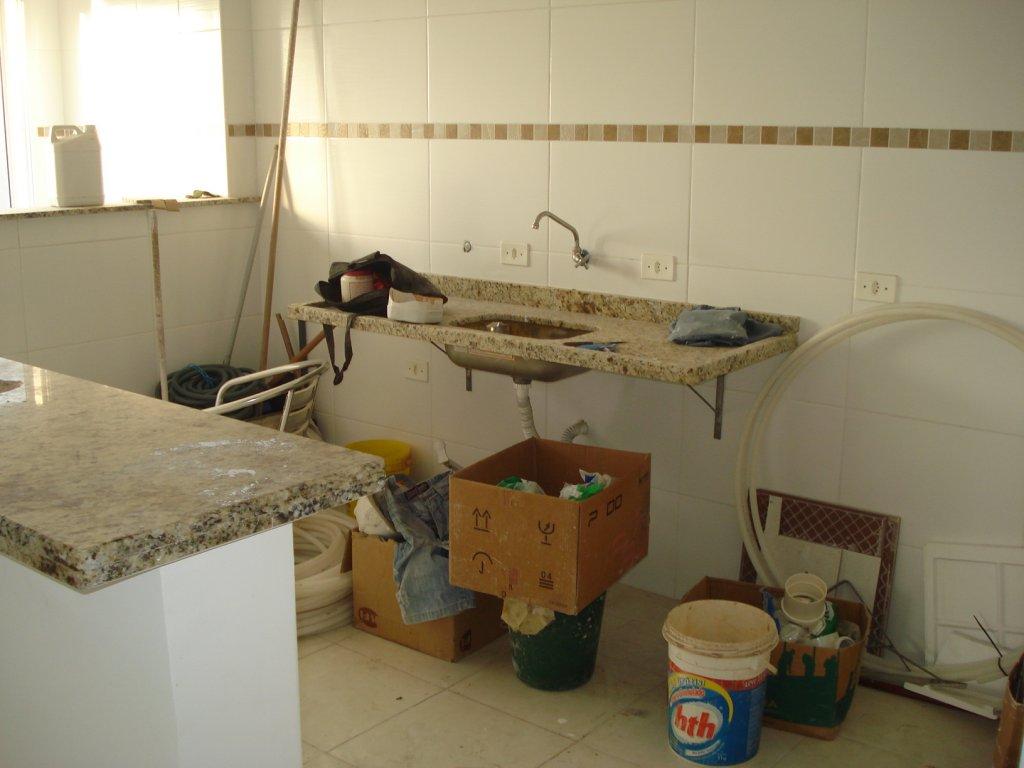 Cozinha do apartamento com 2 dormitórios em Vila Tupi - Praia Grande