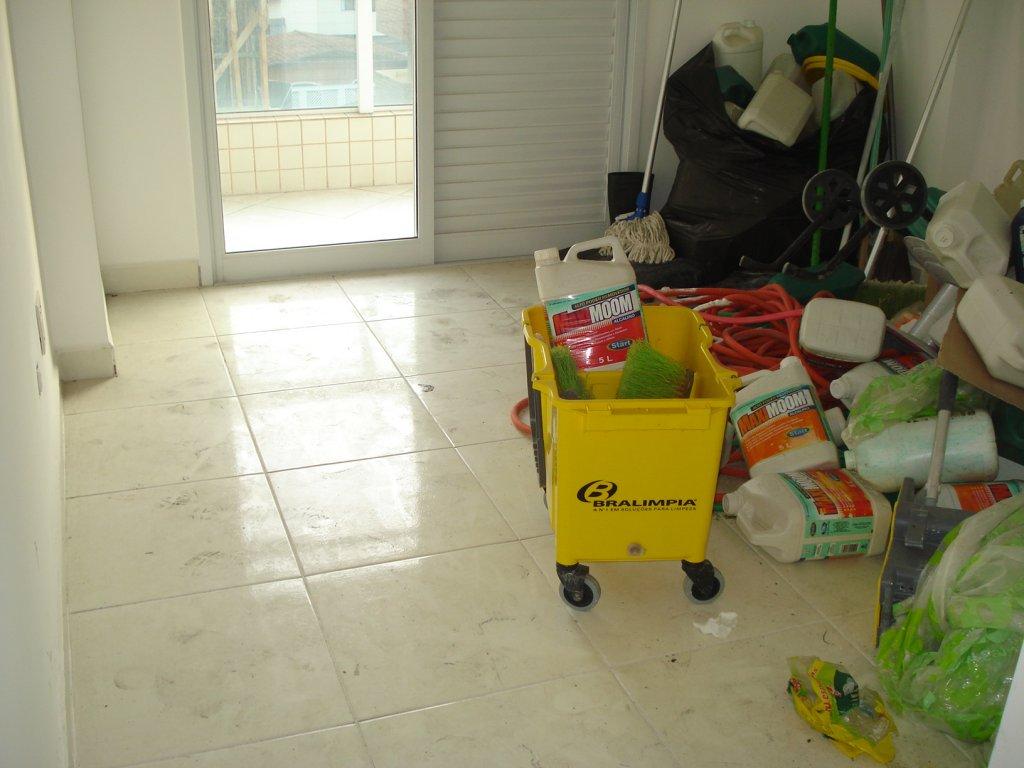 Suíte do apartamento com 2 dormitórios em Vila Tupi - Praia Grande