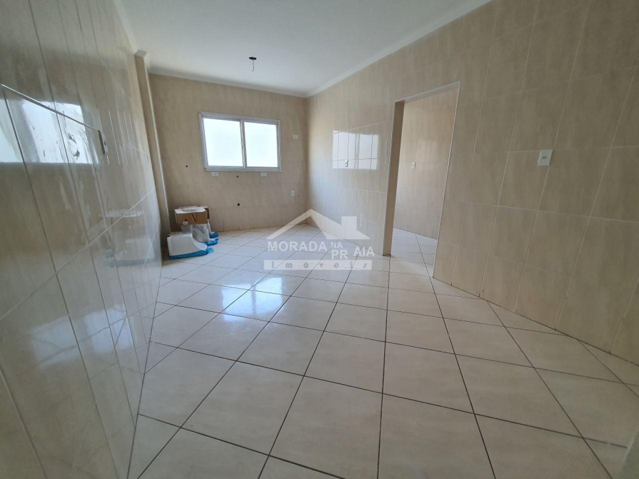 Suíte 01 do apartamento com 3 dormitórios em Vila Guilhermina - Praia Grande