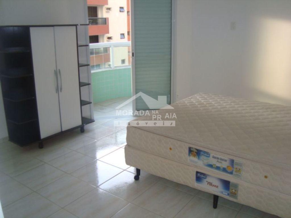 Suíte 02  do apartamento com 3 dormitórios em Canto do Forte - Praia Grande