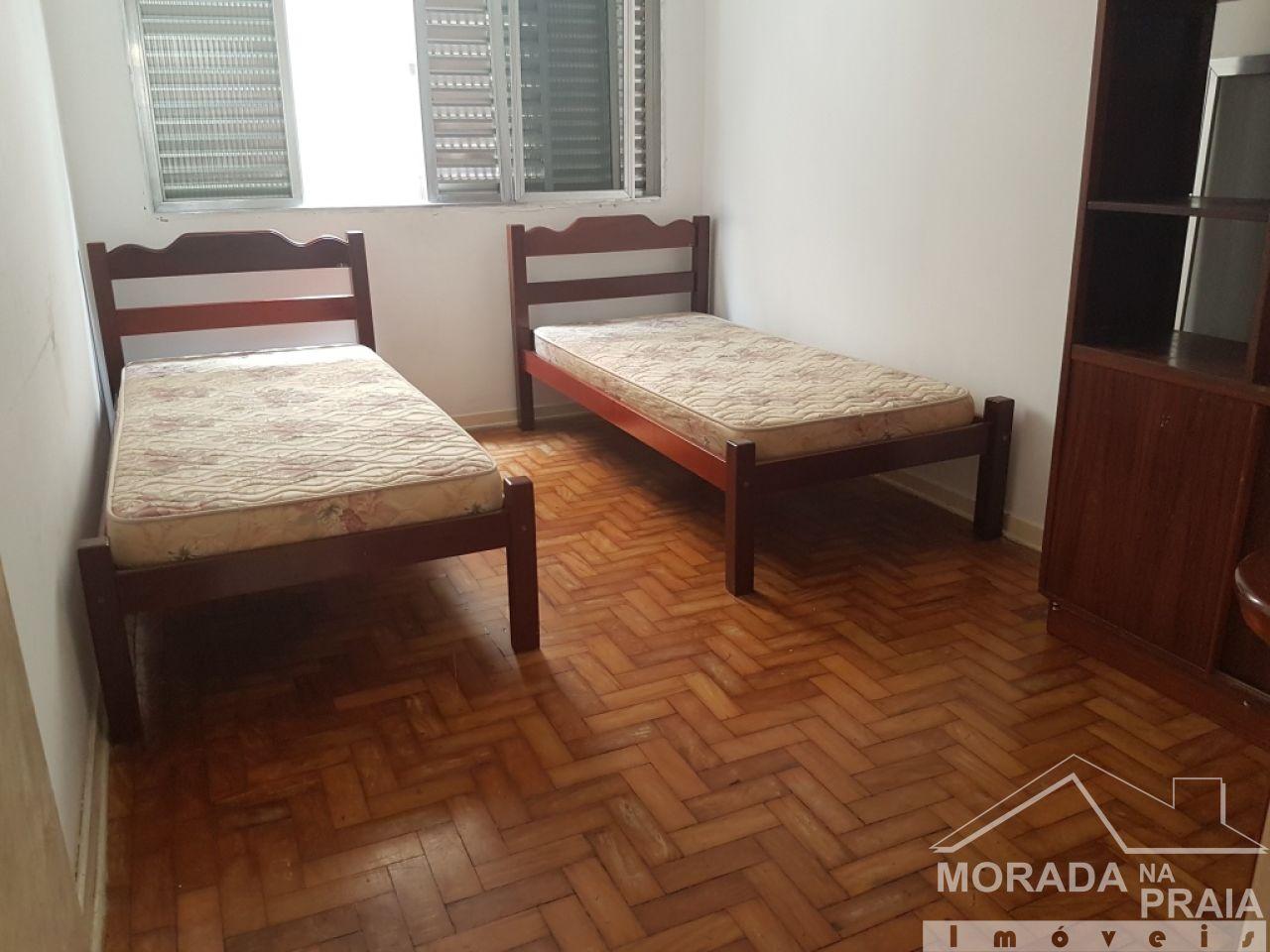 Dormitório 01 do apartamento com 2 dormitórios em Boqueirão - Praia Grande
