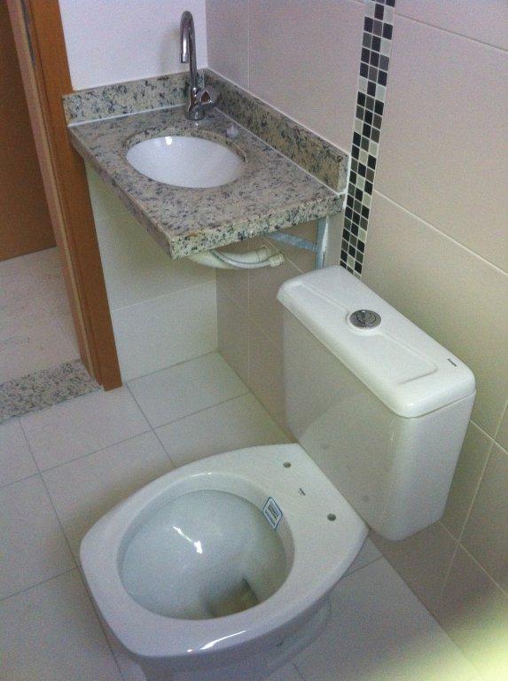 WC suíte ang 02 do apartamento com 1 dormitórios em Canto do Forte - Praia Grande