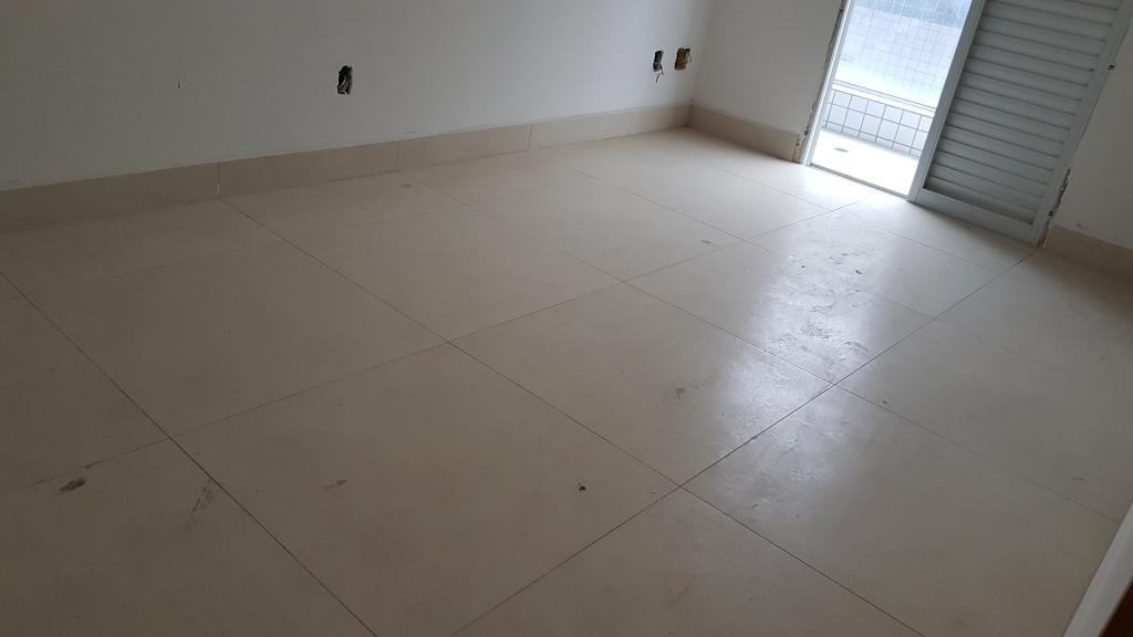 Suíte 02 do apartamento com 2 dormitórios em Canto do Forte - Praia Grande