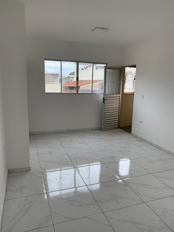 Alugar - Casa  - Vila Germinal - 2 dormitórios.