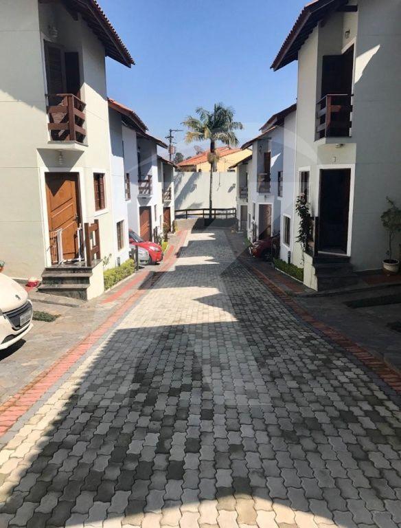 Comprar - Condomínio - Vila Pedra Branca - 2 dormitórios.