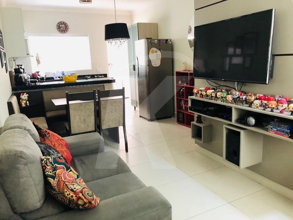 Comprar - Apartamento - Vila Milton - 2 dormitórios.