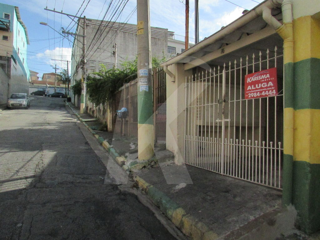 Alugar - Casa  - Santa Teresinha - 1 dormitórios.