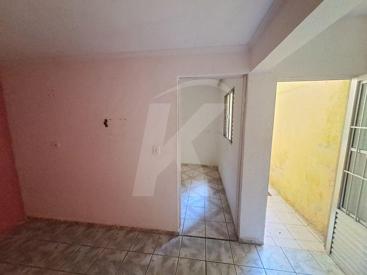 Alugar - Casa  - Jardim Fontalis - 2 dormitórios.