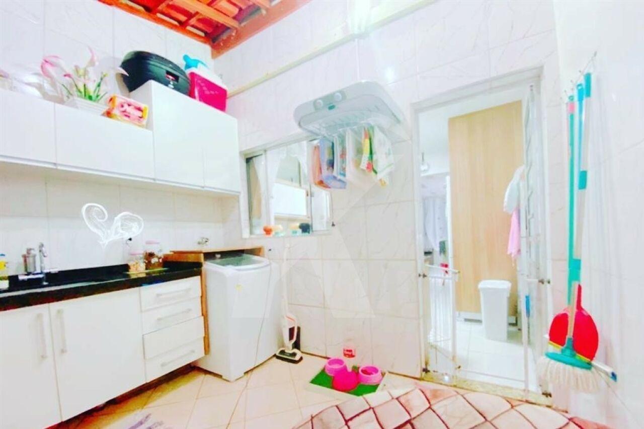 Comprar - Condomínio - Jaraguá - 2 dormitórios.