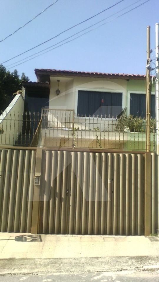 Comprar - Sobrado - Vila Santa Terezinha (Zona Norte) - 3 dormitórios.