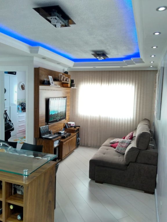Comprar - Apartamento - Parque Edu Chaves - 2 dormitórios.