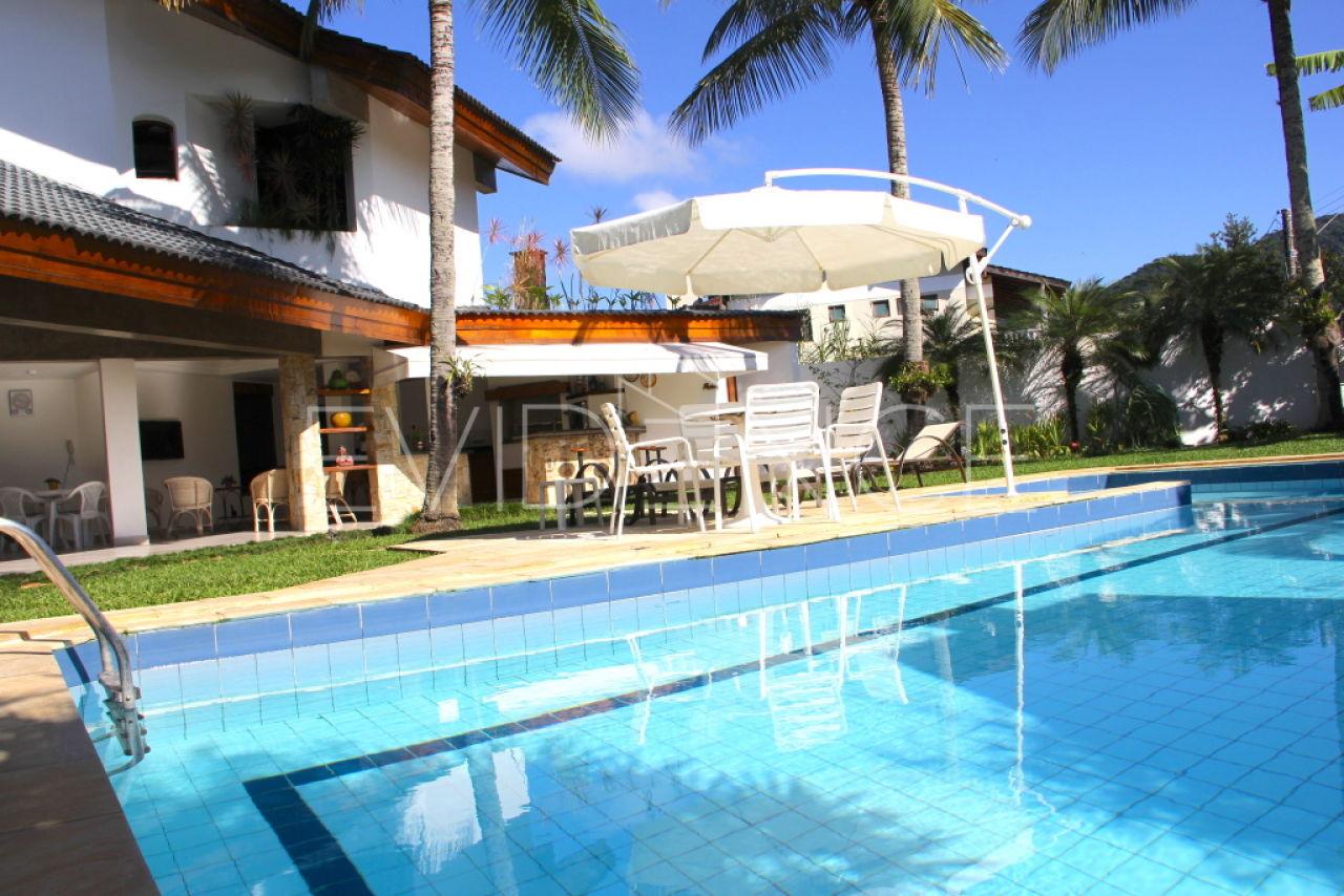 Casa Assobradada para Venda - Acapulco