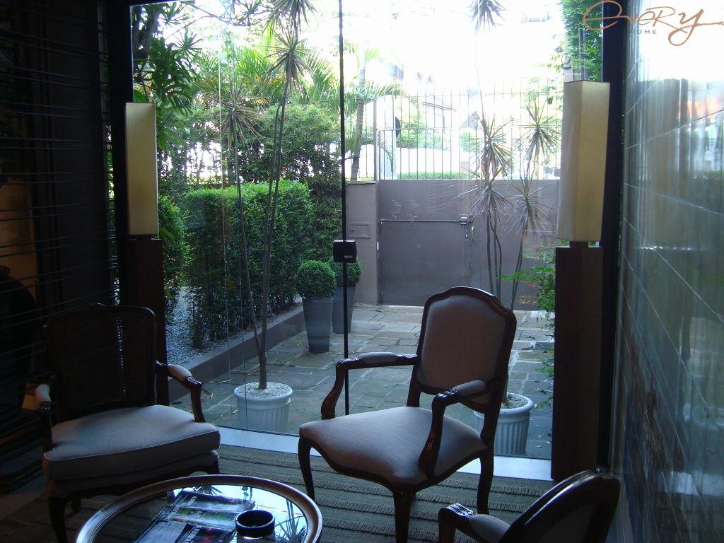 Casa Padrão para Locação - Jardim América
