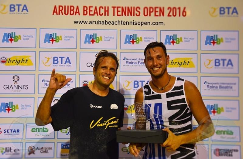 Aksel Samardzic di Aruba na di 2 lugar den Aruba Beach Tennis Open 2016
