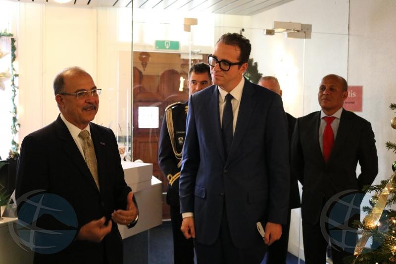 Gobernador Refunjol cu ultimo bishita na Gabinete di Aruba den funcion