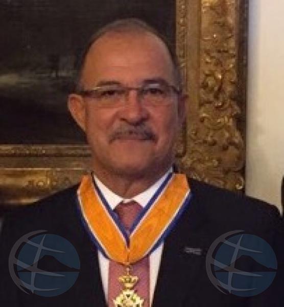 Gobernador Refunjol promovi pa 'Commandeur in de Orde van Oranje -Nassau'