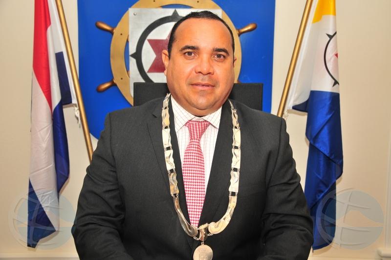 Coalicion na Bonairo ta tambaleando cu retiro di sosten di 2 miembro