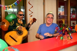 Propietario di Garage Cordia Hans Schnog a celebra 70 aña di bida