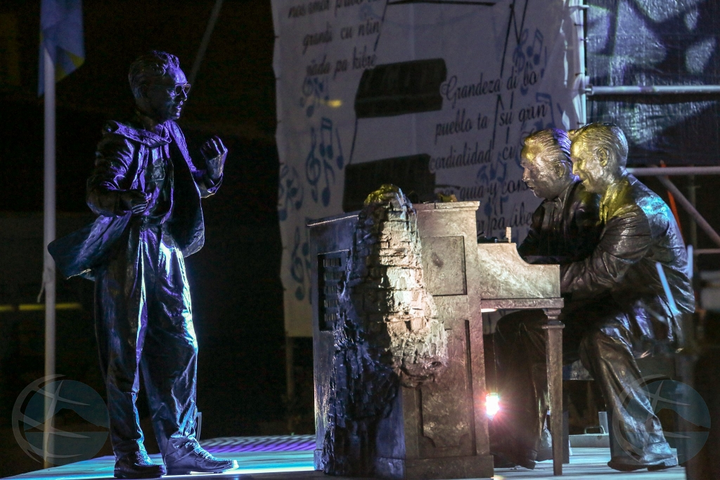 Plaza Padu inaugura y busto historico devela diabierna