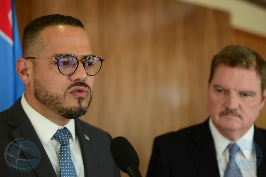Minister Paul Croes legt werk voorlopig neer